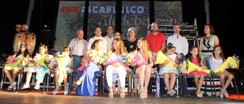 imagen de familia de la Corporación junto a los Pobleteños del año 2017 y 2018, así como a las damas y reinas de los dos años.